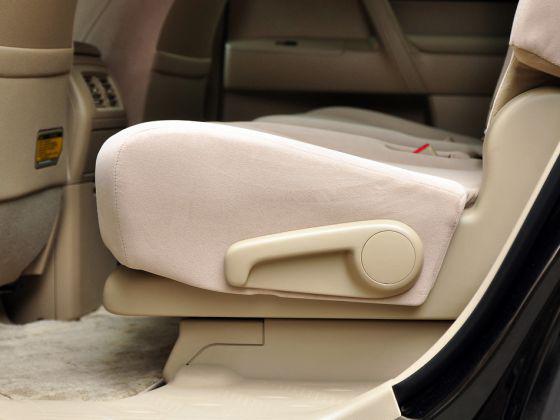 第二排座椅背部角度调节