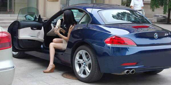 大学生开车上学是炫富吗?您怎么看?