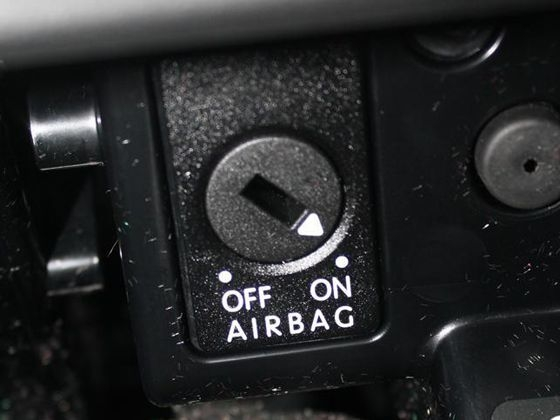 副驾驶气囊关闭装置