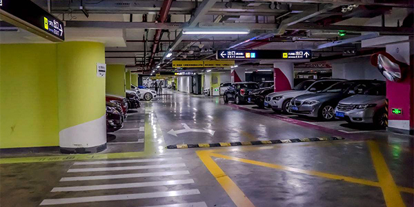 小区地下停车位是买划算还是租划算?