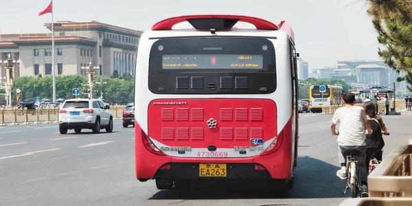 新能源公交大比例投入使用  真的好吗
