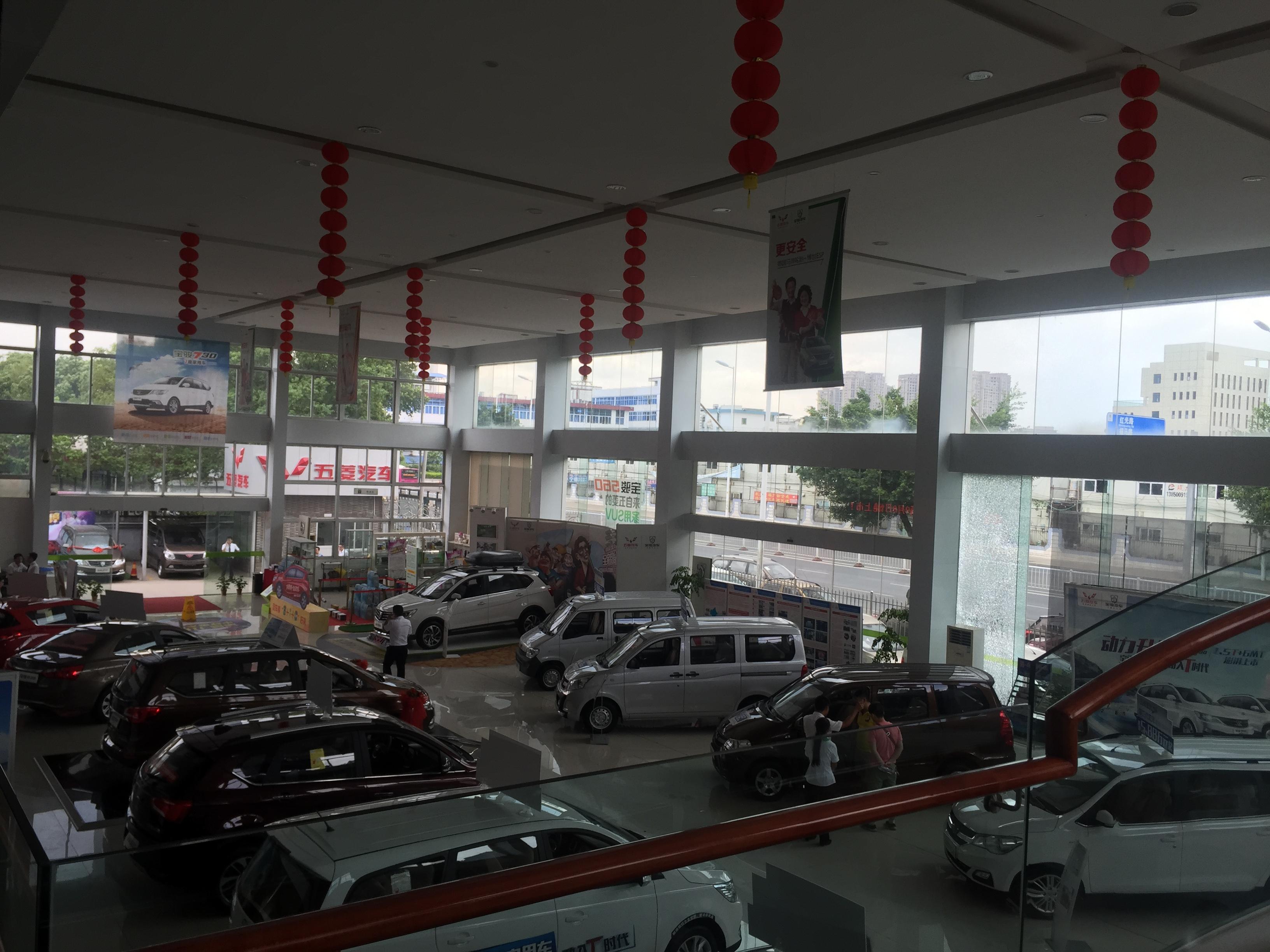 目前配有汽车展厅,品牌体验区,精品展示区,维修车间,配件仓库,客户