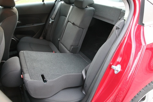 试驾测评 > 正文    科鲁兹行李箱容积425立升,还算不错,而后排座椅的