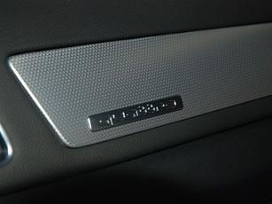 奥迪 q3/安全配置方面,国产奥迪Q3全系标配ESP、前排侧气囊和侧面头部...