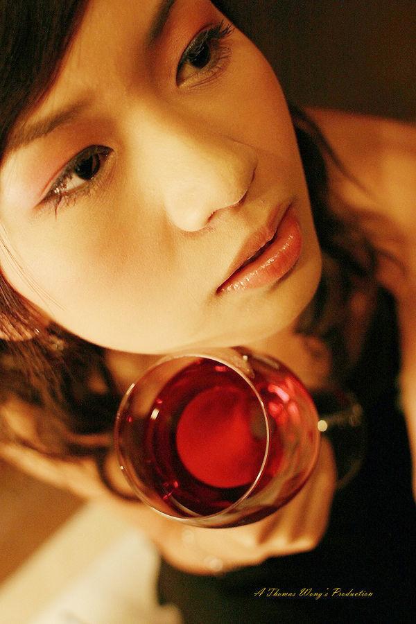 > 红酒,玫瑰,美女