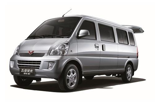 五菱荣光基本型(非空调)40800元,五菱荣光基本型(空调)43500元.
